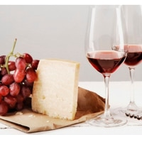 Romantisk ost och vinprovning för två som presenttips flickvän