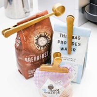 Påsklämmor och kaffemått i mässing
